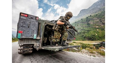 Chaque année, en moyenne, l'armée requiert une trentaine d'officiers et une quarantaine de sous-officiers de carrière nouvellement formés pour assurer la relève.